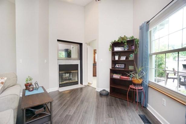 Ranch,Contemporary, Single Family Residence - Miami Twp, OH (photo 4)
