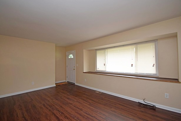 Single Family Residence, Ranch - Forest Park, OH (photo 4)