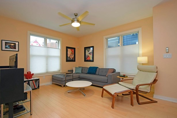 Single Family Residence, Contemporary/Modern - Cincinnati, OH (photo 2)