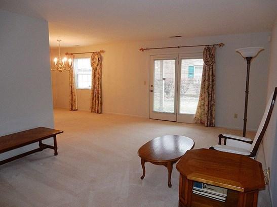 Condominium, Traditional - Colerain Twp, OH (photo 4)