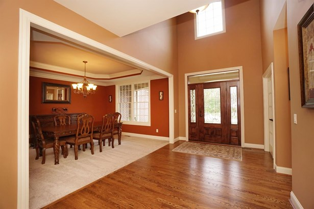Transitional, Single Family Residence - Miami Twp, OH (photo 4)