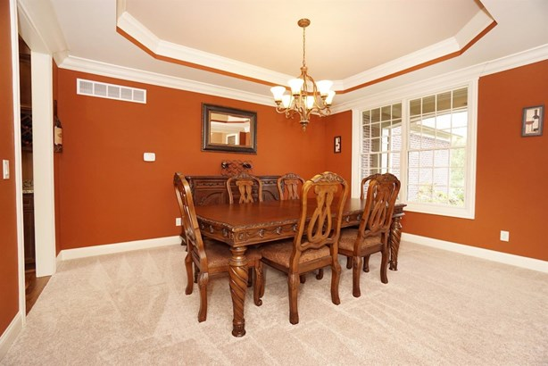 Transitional, Single Family Residence - Miami Twp, OH (photo 5)