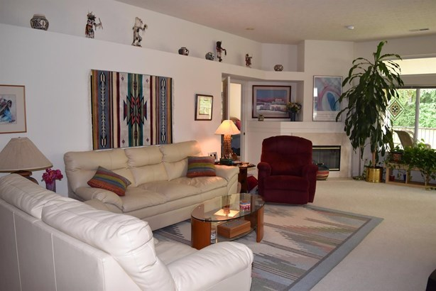 Condominium, Traditional,Ranch - Springfield Twp., OH (photo 4)
