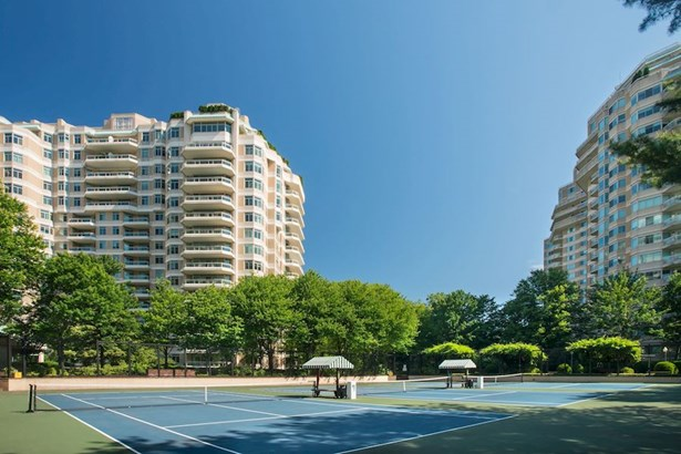 5630 Wisconsin Ave #202, Chevy Chase, MD - USA (photo 1)