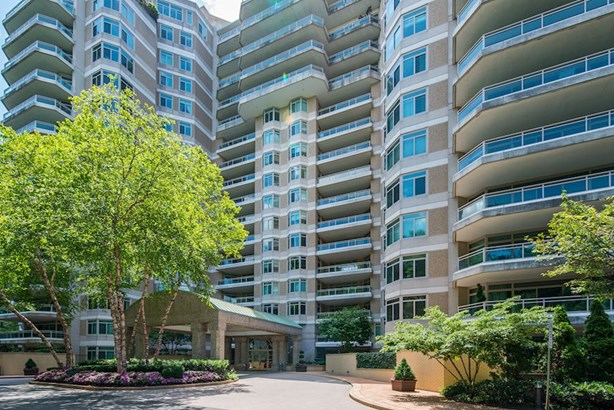 5630 Wisconsin Ave #1104, Chevy Chase, MD - USA (photo 1)