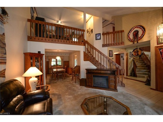 Cluster Home, Single Family - Strongsville, OH (photo 2)