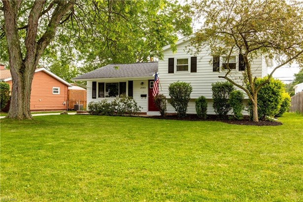 Split Level, Single Family - North Olmsted, OH