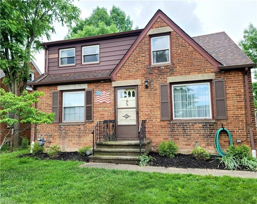 Colonial, Single Family - Parma, OH