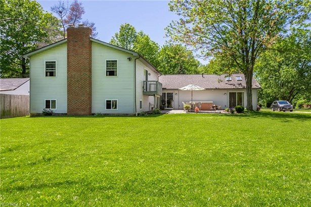Split Level, Single Family - Strongsville, OH (photo 5)