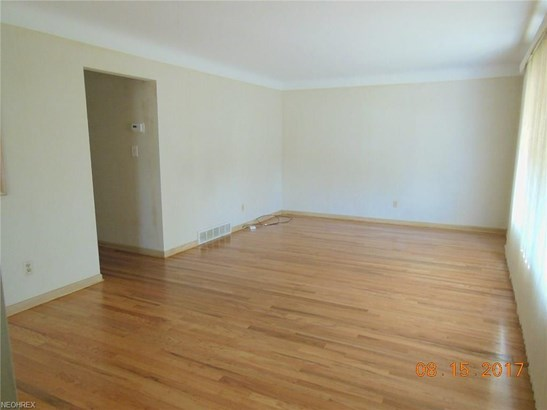 Ranch, Single Family - Garfield Heights, OH (photo 4)