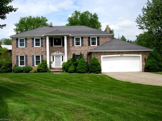 Colonial, Single Family - Broadview Heights, OH