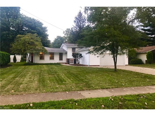 Split Level, Single Family - North Olmsted, OH (photo 2)