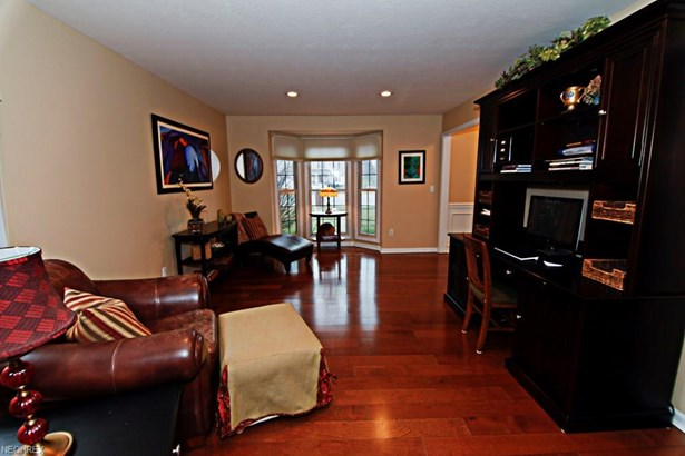 Colonial, Single Family - Strongsville, OH (photo 4)
