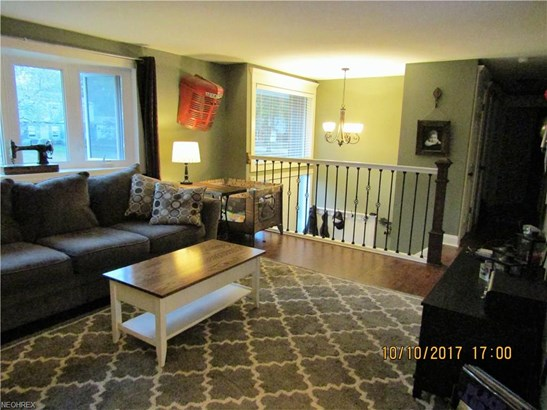 Bi-Level,Colonial,Split Level, Single Family - North Olmsted, OH (photo 2)