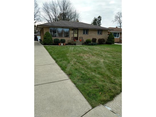 Ranch, Single Family - Fairview Park, OH (photo 1)