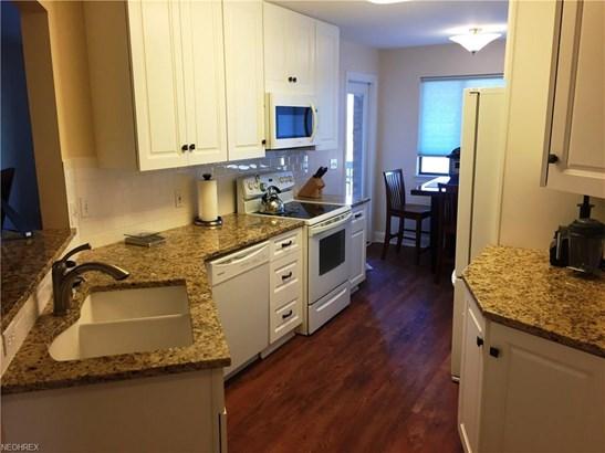 Condominium, Multi-Unit Building,Ranch - Fairlawn, OH (photo 4)