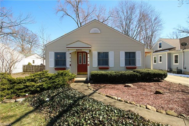 Bungalow, Single Family - Olmsted Falls, OH (photo 2)