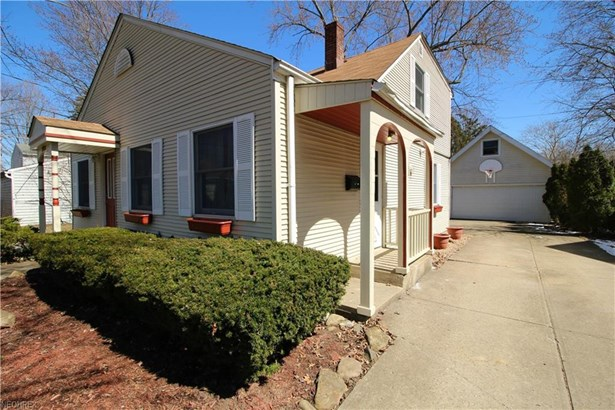 Bungalow, Single Family - Olmsted Falls, OH (photo 3)