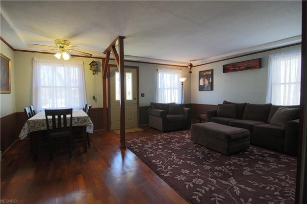 Bungalow, Single Family - Olmsted Falls, OH (photo 4)