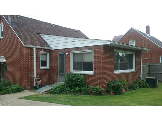 Bungalow, Single Family - Maple Heights, OH (photo 4)
