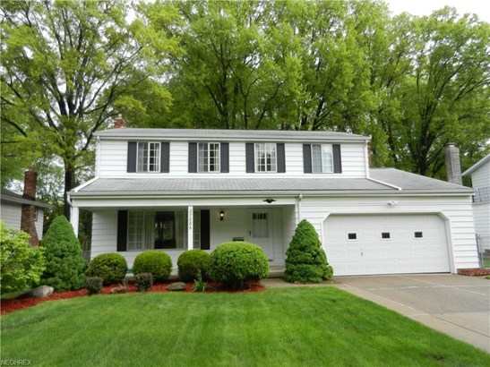 Colonial, Single Family - North Olmsted, OH (photo 1)