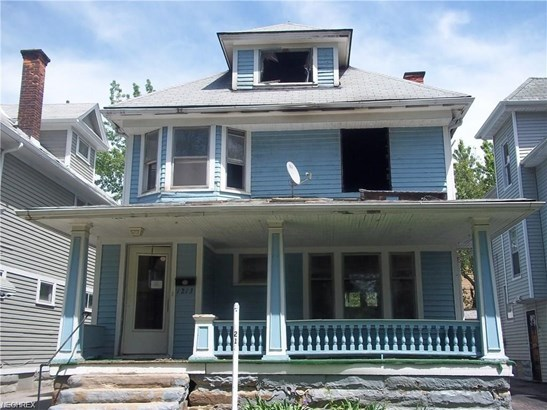 Colonial, Single Family - East Cleveland, OH (photo 1)
