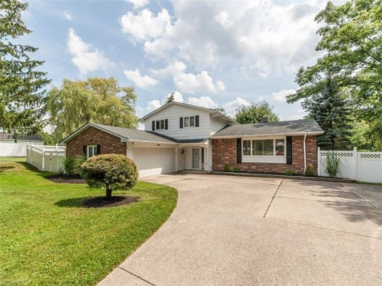 Split Level, Single Family - Broadview Heights, OH (photo 1)