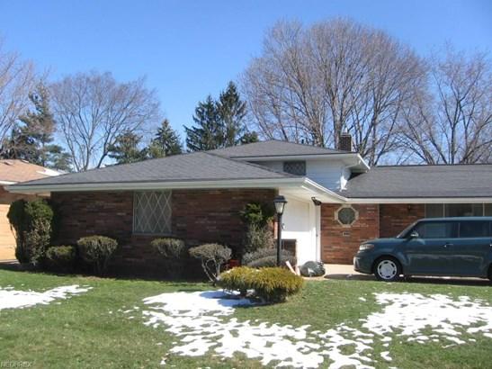Split Level, Single Family - Seven Hills, OH (photo 2)