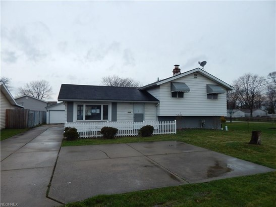 Split Level, Single Family - Brook Park, OH (photo 1)