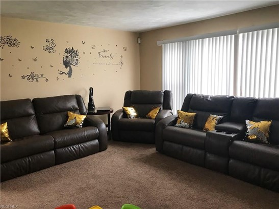 Bungalow, Single Family - Warrensville Heights, OH (photo 4)