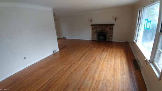 Bungalow, Single Family - Richmond Heights, OH (photo 2)