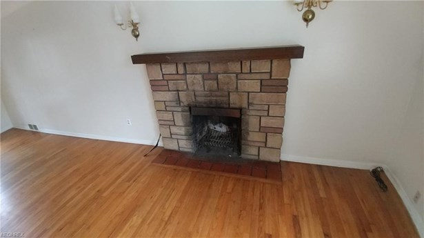 Bungalow, Single Family - Richmond Heights, OH (photo 3)