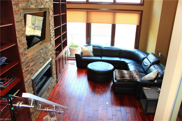 Contemporary/Modern,Townhouse, Single Family - Lakewood, OH (photo 5)