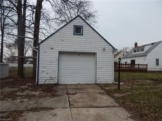 Cape Cod, Single Family - Parma Heights, OH (photo 2)