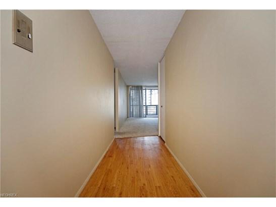Condominium, Ranch - Euclid, OH (photo 4)