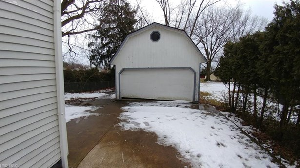 Bungalow, Single Family - Bedford, OH (photo 2)