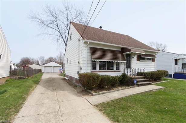 Bungalow, Single Family - Brook Park, OH (photo 1)