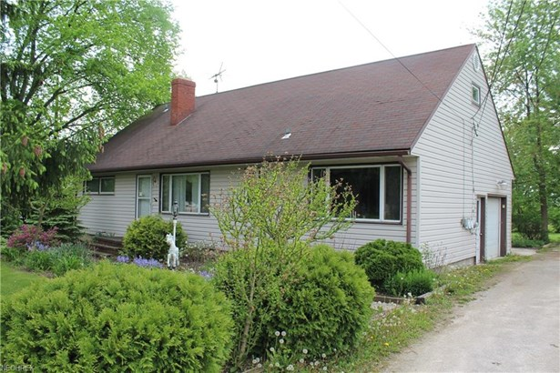 Colonial, Single Family - Valley City, OH (photo 2)