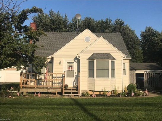 Cape Cod, Single Family - Lagrange, OH