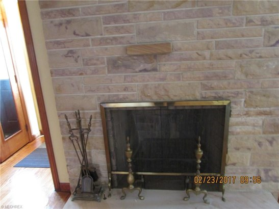 Ranch, Single Family - Bedford, OH (photo 5)