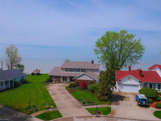 Colonial, Single Family - Vermilion, OH (photo 3)