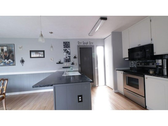 Condominium, Ranch - Berea, OH (photo 5)
