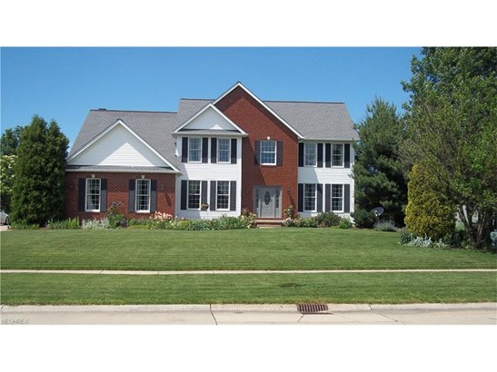 Colonial, Single Family - Sheffield Village, OH (photo 1)
