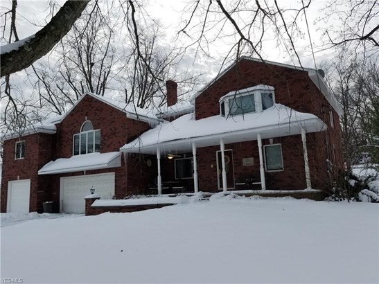 Colonial, Single Family - Brecksville, OH (photo 1)