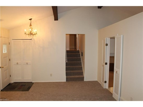 Split Level, Single Family - North Olmsted, OH (photo 5)