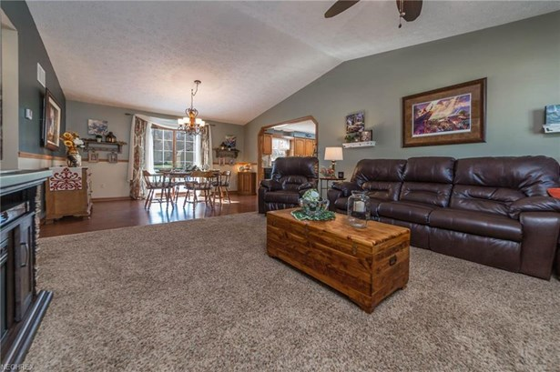 Ranch, Single Family - Doylestown, OH (photo 2)