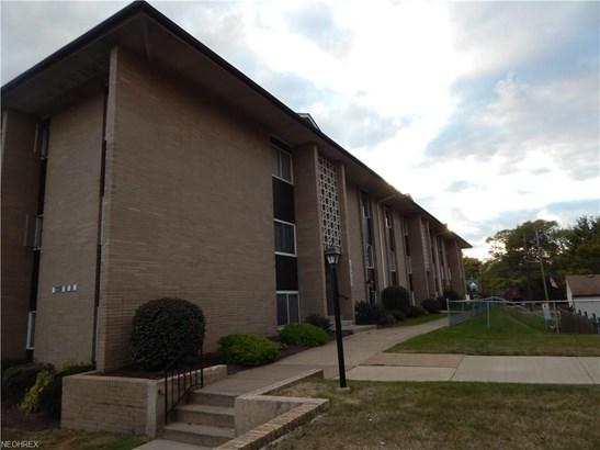 Condominium, Multi-Unit Building,Ranch - Parma Heights, OH (photo 1)
