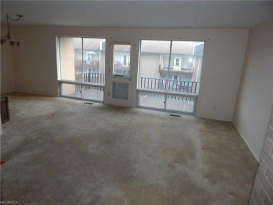 Condominium, Multi-Unit Building,Ranch - Parma Heights, OH (photo 2)