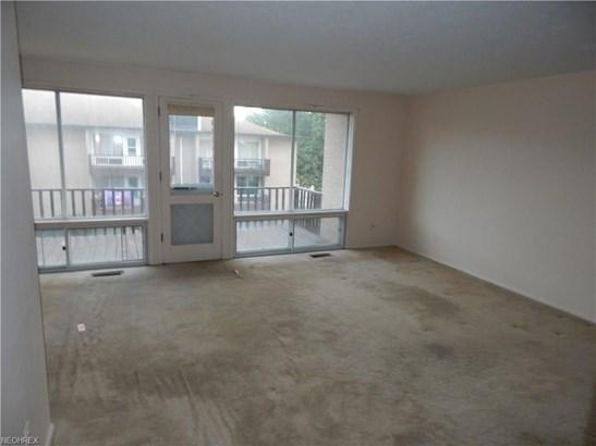 Condominium, Multi-Unit Building,Ranch - Parma Heights, OH (photo 3)