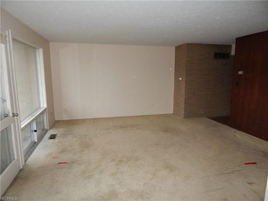 Condominium, Multi-Unit Building,Ranch - Parma Heights, OH (photo 5)